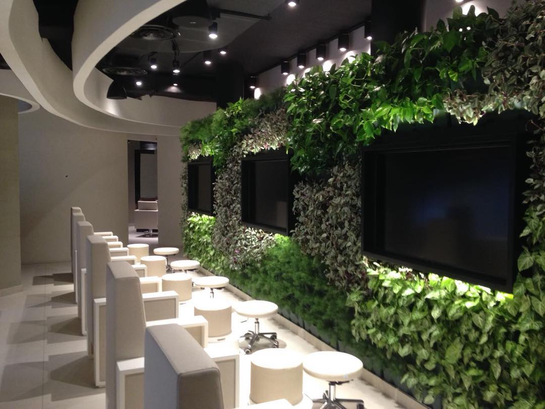 Finally complete! @oriana_salonandspa #beautysalon #retailproject #jeddah #superfuturedesign #greenwall