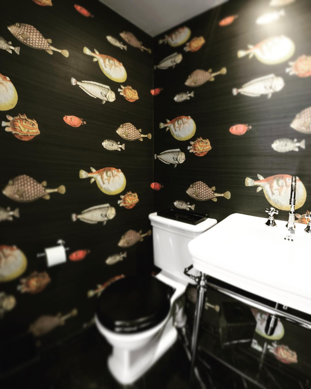 We feel like #fish today 🐟 @cole_and_son_wallpapers #devonanddevon #wallpaper #fornasetti #bathroomdesign #dubaiinteriordesign #residentialproject #superfuturedesign