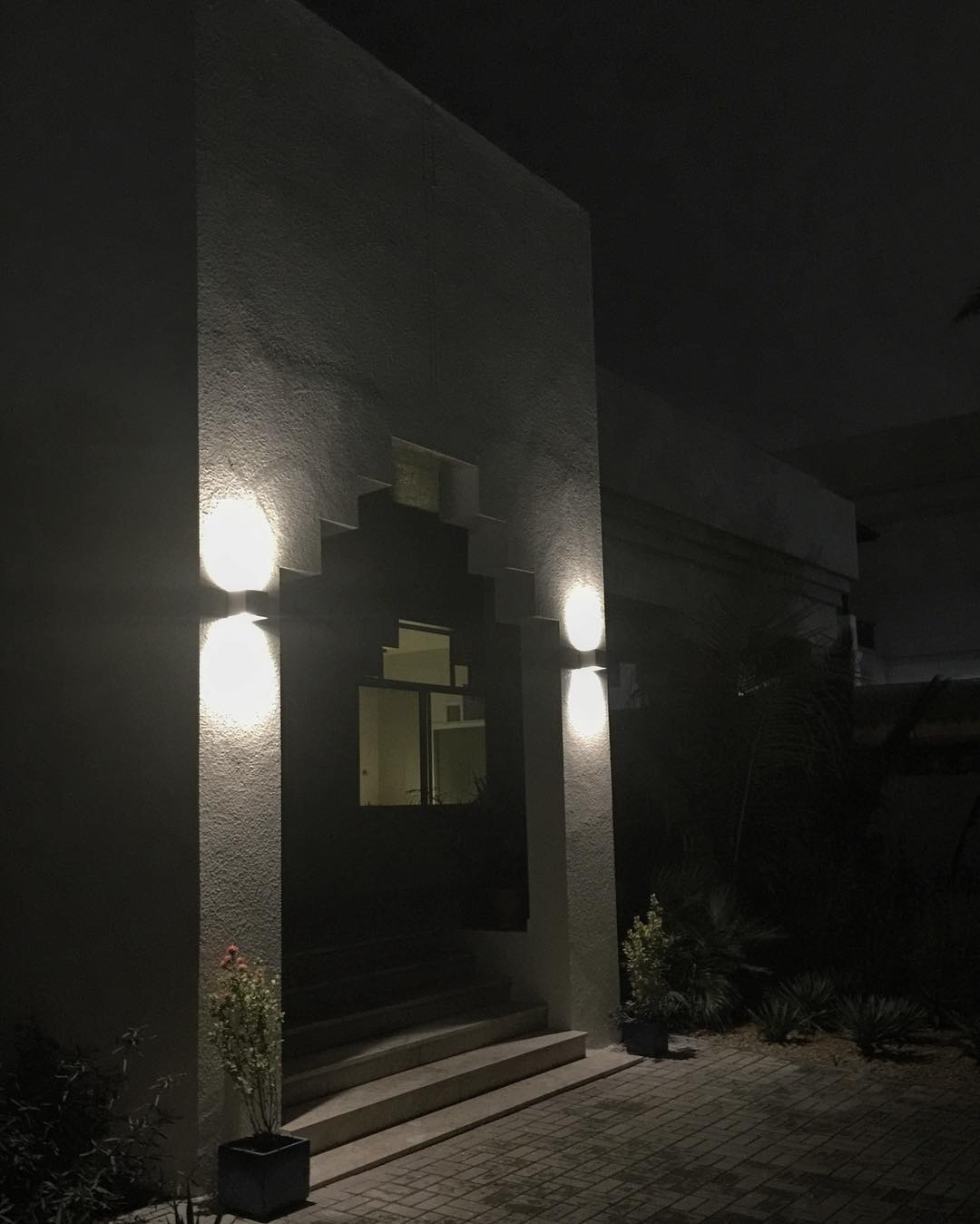 Night view #villadubai #dubaiinteriordesign #residentialproject #ummsuqeim #superfuturedesign