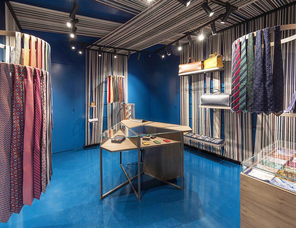 It's all about design made in Italy 🇮🇹 , check out the new @masel_milano boutique in Milan . . . . #design #design #decoration #madeinitait #italiandesign #italy #milan #milano #fashion #contemporary #id #interior #interiordesign